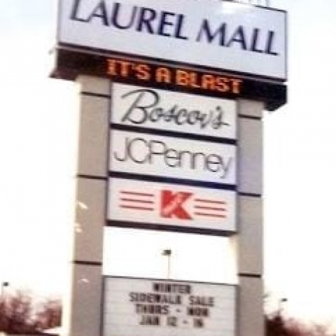 Laurel Mall Sign